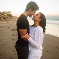 Demi Lovato resmi bertunangan dengan Max Ehrich. (dok. Instagram @ddlovato/https://www.instagram.com/p/CC-S49WhMDR/)