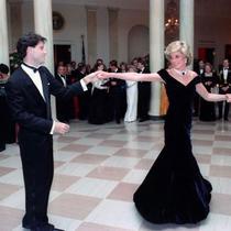 Simak seperti cerita di balik pelelangan gaun beludru Putri Diana (Foto: instagram/chichappensboston)