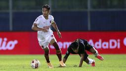 Kapten PSM Makassar, Zulkifli Syukur berhasil memberikan efek yang luar biasa bagi permainan Juku Eja selama Piala Menpora 2021. Sebagai pemain senior, Zulkifli Syukur sukses mengantarkan rekan-rekan setimnya mengeluarkan permianan terbaik sejak pertandingan pertama. (Foto: Bola.com/Arief Bagus)