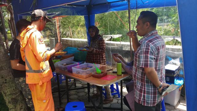 Bahagiakan Dhuafa Warung Tionghoa Muslim Di Jakarta Jual Makanan