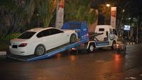 Mobil mogok diangkut truk towing. (ist)
