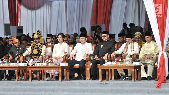 Pimpinan partai pendukung dua pasang capres dan cawapres 2019 saat menghadiri Deklarasi Kampanye Damai di Monas, Jakarta, Minggu (23/9). (Merdeka.com/Iqbal Nugroho)