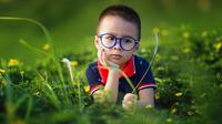 Ilustrasi anak pakai kacamata. (dok. Pixabay.com/LichDinh/Putu Elmira)