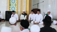 Para kiai sepuh di Jember menyatakan keikutsertaannya untuk berpartisipasi di politik, terutama ikut memenangkan pasangan Saifullah Yusuf atau Gus Ipul dan Puti Guntur Soekarno. (Liputan6.com/Dian Kurniawan)