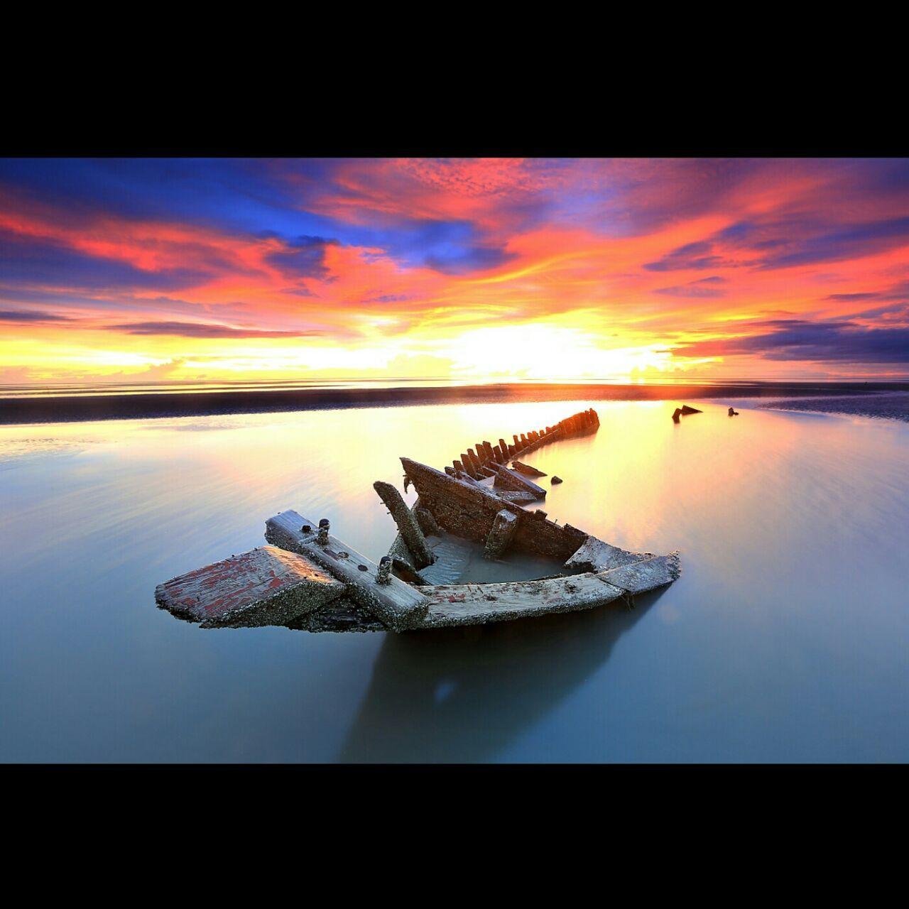Suasana sunset Laut Arafura di Pantai Mbuti atau Pantai Lampu Satu Merauke. (Kabarpapua.co /Amran)