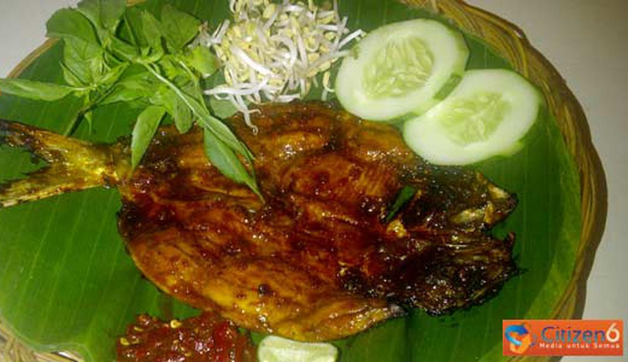 Citizen6, Pati: Ikan bandeng bakar khas pati yang lezat tanpa bau lumpur dapat ditemui di Stadion Joyo Pati. (Pengirim: Galih)