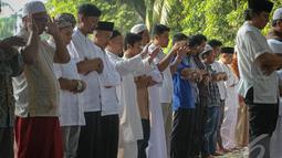Sebagian masyarakat Indonesia sudah merayakan Idul Adha, meskipun pemerintah telah menetapkan Hari Raya Idul Adha 1435 H jatuh pada Minggu 5 Oktober 2014 besok, Jakarta, (4/10/14). (Liputan6.com/Faizal Fanani)