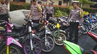 Polres Kediri Sita 498 Motor Knalpot Brong (Liputan6.com/Dian Kurniawan)