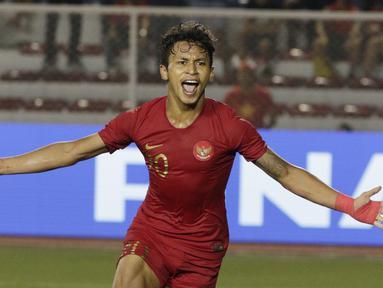 Striker Timnas Indonesia U-22, Osvaldo Haay, merayakan gol yang dicetaknya ke gawang Myanmar U-22 di di Stadion Rizal Memorial, Manila, Sabtu (7/12). Indonesia menang 4-2 atas Myanmar. (Bola.com/M Iqbal Ichsan)