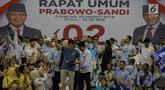 Calon Wakil Presiden nomor urut 02 Sandiaga Uno (peci merah) menyapa pendukungnya saat kampanye terbuka di Gelanggang Remaja Jakarta Utara, Senin (25/3). Sandiaga mengajak seluruh simpatisan untuk memenangkan dirinya serta Prabowo Subianto dalam Pemilu pada April 2019.(Www.sulawesita.com)