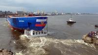 Rusia luncurkan kapal pemecah es baru bertenaga nuklir, Ural, di St Petersburg, Sabtu 25 Mei 2019 (AP/Evgeny Uvarov)