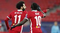 Penyerang Liverpool, Mohamed Salah, melakukan selebrasi usai mencetak gol ke gawang RB Leipzig pada laga Liga Champions di Puskas Arena, Kamis (11/3/2021). Liverpool menang dengan skor 2-0. (AP/Laszlo Balogh)