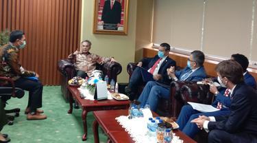 Wamentan Harvick Hasnul Qolbu saat berjumpa dengan Wakil Menteri Perdagangan Luar Negeri Chili di Kantor Pusat Kementerian Pertanian, Jakarta, Senin (7/6/2021). Liputan6.com/Maulandy