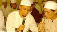 Ustaz Arifin Ilham (sebelah kiri)