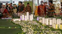 Pengunjung melihat pameran Mega Proyek Kota Mandiri dan Satelit Baru Kota Podomoro Tenjo di Atrium Central Park Jakarta (18/8/2020).Kota Podomoro Tenjo diharapkan menjadi katalisator perekonomian Indonesia sekaligus menginspirasipelaku usaha properti. (Liputan6.com)