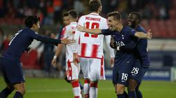 Gelandang Tottenham Hotspur, Giovani Lo Celso  (kedua kanan) berselebrasi usai mencetak gol ke gawang Red Star Belgrade pada pertandingan Grup B Liga Champions di Rajko Mitic Stadium, Serbia (6/11/2019). Tottenham menang telak 4-0 atas Red Star. (AP Photo/Marko Drobnjakovic)