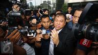 Arief Hidayat diperiksa KPK sebagai saksi terkait kasus suap hakim MK pada uji materi UU Peternakan dan Kesehatan Hewan dengan tersangka Patrialis Akbar, Kamis (16/2/2017). (Liputan6.com/Helmi Afandi)