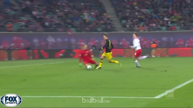 RB Leipzig dan Borussia Dortmund bermain imbang 1-1 dalam perebutan tiket Liga Champions musim depan. Leipzig unggul lebih dulu le...