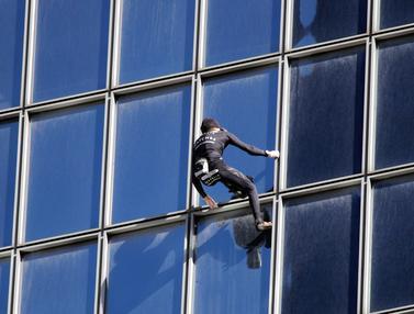 Ekstrem, Spiderman Prancis Panjat Gedung 187 Meter di Paris