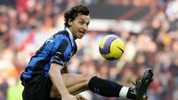 Aksi Zlatan Ibrahimovic saat bergabung bersama Inter Milan 2006-2009 dan mencetak 57 gol dari 88 kali penampilan. (AFP/Paco Serinelli)