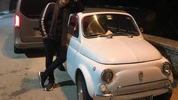 Pemeran karakter Fandy di film Kiamat Sudah Dekat memang begitu gemar mendatangi berbagai acara pameran tentang mobil antik. Seperti beberapa saat lalu, Andre mengunjungi negara Italia dan menyempatkan waktu berjumpa denan mobil antik berukuran mini. (Liputan6.com/IG/@andreastaulany)