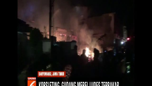 Kepanikan juga dirasakan warga sekitar yang rumahnya bersebalahan dengan lokasi kebakaran. Beruntung api tidak menjalar ke permukiman warga.