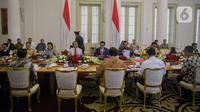 Presiden Joko Widodo memimpin rapat terbatas bersama para menteri di Istana Kepresidenan Bogor, Jakarta, Selasa (4/2/2020). Ratas tersebut membahas kesiapan menghadapi dampak virus Corona. (Liputan6.com/Faizal Fanani)
