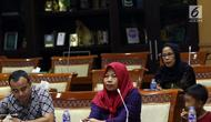 Terpidana kasus pelanggaran UU ITE sekaligus korban pelecehan seksual Baiq Nuril (tengah) berbicara dalam rapat pleno Komisi III DPR di Gedung Nusantara III, Jakarta, Rabu (23/7/2019). Baiq ingin terkabulnya amnesti menjadi hadiah untuk anaknya di Hari Anak Nasional. (Liputan6.com/JohanTallo)