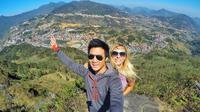 Jeff Yip dan Zuzana Barancova, pasangan turis asal Inggris yang terjebak di Bukit Lawang, Sumut. (dok. Instagram @alifeofy/https://www.instagram.com/p/CA0dftJB6A5/Dinny Mutiah)
