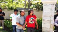 Seorang suporter diamankan karena merangsek ke area Kongres PSSI. (Liputan6.com/Dewi Divianta)