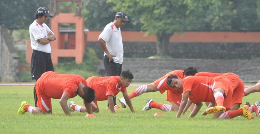 Skuat Persija Jakarta ketika berlatih di Stadion Manahan Solo pada Torabika Soccer Championship 2016. (Bola.com/Romi Syahputra)