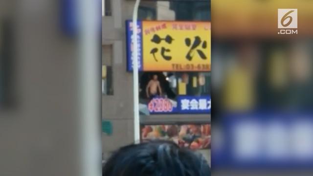 Seorang Pria membuat keributan di restoran karena menolak membayar makanan yang ia makan.