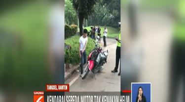 Satlantas Polres Tangerang Selatan bertindak karena Adi Saputra tertangkap basah tidak mengenakan helm, tak bisa menunjukkan SIM dan STNK saat melintas di kawasan BSD Serpong.