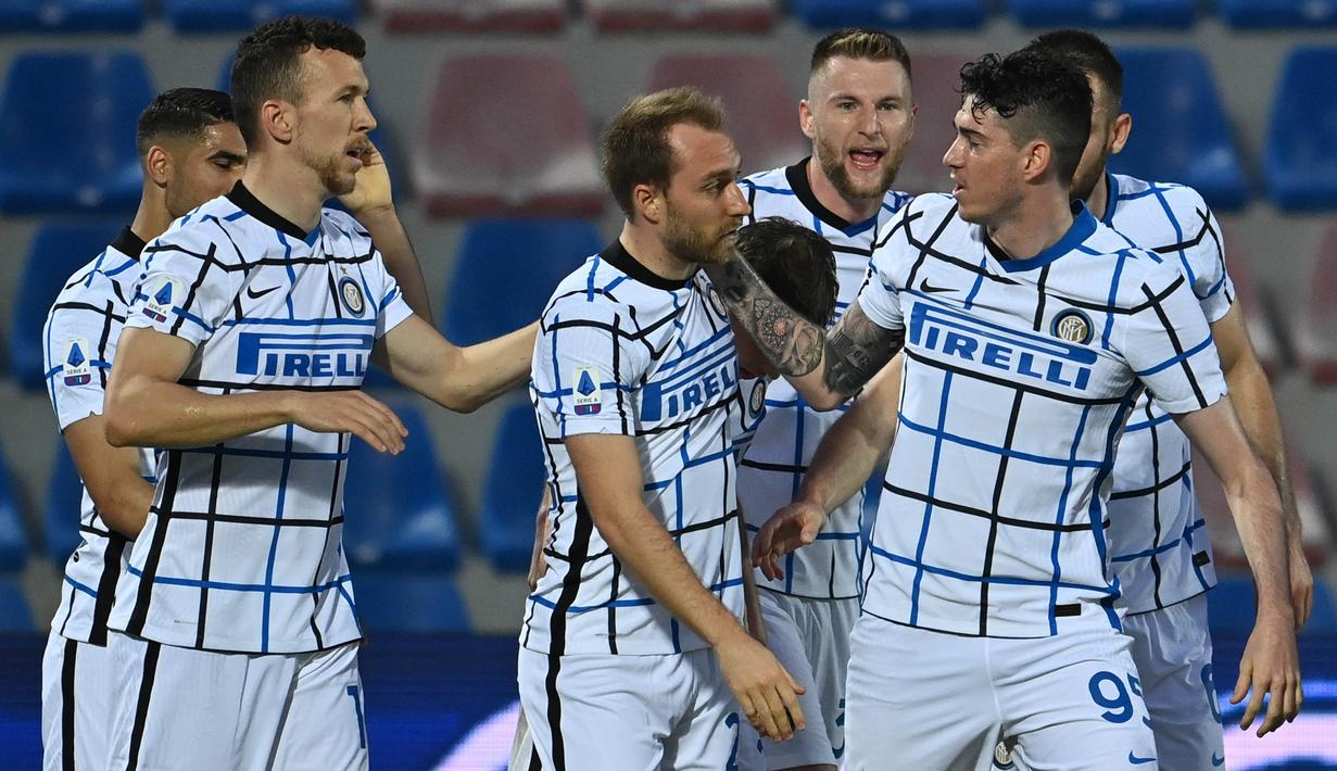 Inter membuka keunggulan lewat gol pemain pengganti Christian Eriksen di menit 69. Inter kemudian menggandakannya sekaligus menegaskan kemenangan melalui gol Achraf Hakimi di menit 90+1. (Foto: AP/LaPresse/Francesco Mazzitello)