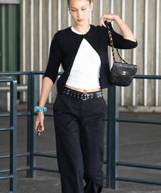 Bella Hadid in Cardigan - Photo: dailymail