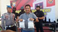 Rencana peredaran sabu-sabu seberat 2 kg di Makassar berhasil digagalkan Tim Satnarkoba Polrsetabes Makassar (Liputan6.com/ Eka Hakim)