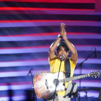 Musisi tanah air, Glenn Fredly tampil di BNI Stage Hall, Jiexpo Kemayoran, Jakarta Utara, Minggu (5/3/2017). (Syaiful Bahri/Bintang.com)
