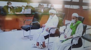 Rizieq Shihab dan menantunya Hanif Alatas menjalani sidang tuntutan kasus RS Ummi.