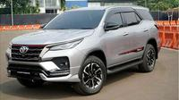 Toyota Fortuner 2020 diperkenalkan dengan gaya yang lebih gagah dengan sorot mata semakin tajam. (Oto.com)