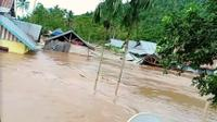 Rumah hanyut terseret arus banjir di Desa Tapuwatu Kecamatan Asera, Konawe Utara.(Liputan6.com/Ahmad Akbar Fua)