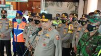 Wakapolri, Komjen Pol Gatot Eddy Pramono, Memantau Pelabuhan Merak, Kota Cilegon, Banten. (Kamis,24/12/2020). (Yandhi Deslatama/Liputan6.com).