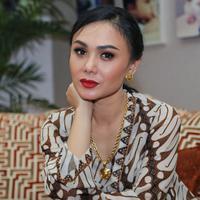 Sejak resmi kandas rumah tangganya dengan Henry Siahaan, setidaknya Yuni Shara telah menjalani hubungan dengan dua pria. Pertama ia menjalin hubungan dengan Raffi Ahmad.  (Adrian Putra/Bintang.com)