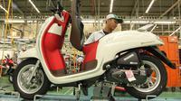 Identik dengan warna bendera Indonesia, PT Astra Honda Motor (AHM) secara resmi menghadirkan Honda Scoopy Stylish White Red.