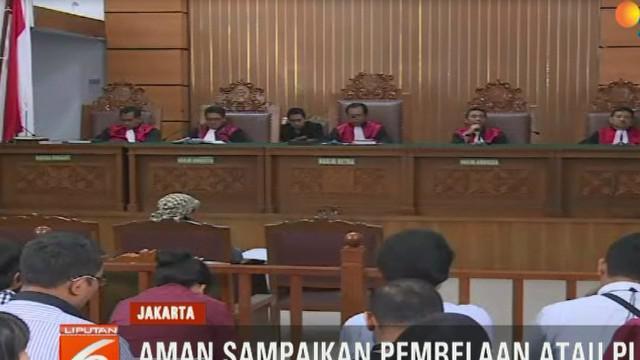 Dalam sidang, penasehat hukum terdakwa Asludin Hatjani menyatakan, kliennya tidak terlibat dalam serangkaian aksi teror yang didakwakan oleh Jaksa Penuntut Umum.