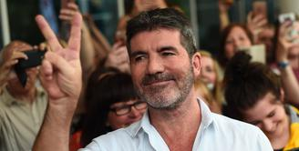 """Simon Cowell dengan terang-terangan mengaku botox. """"Bagiku, Botox sama saja seperti pasta gigi. Ini beerja. Kamu melakukannya setahun sekali. Siapa peduli?"""" ujar Simon. (Getty Images/Cosmopolitan)"""
