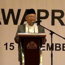 Pada saat kampanye di depan pendukungnya di Batam. Ma'ruf Amin menepis isu dirinya menyindir kaum difabel soal buta tuli.