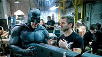 Sutradara Justice League, Zack Snyder, di lokasi syuting Batman v Superman: Dawn of Justice. (comingsoon.net)