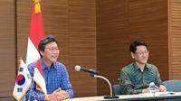 Duta Besar Republik Korea Selatan untuk Indonesia Kim Chang-Beom (kiri) dan Kim Jeo-Yong (kanan) pada Press Conference Paparan Duta Besar Republik Korea, Selasa (14/1/2020). (Liputan6.com/Jihan Fairuzzia)