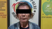 Ismet Inanu, kakek kelahiran Bandung yang tinggal di Padukuhan Kwarasan RT 008 RW 006 Nogotirto, Gamping, Sleman, berulang kali terjerembab dalam kubangan narkotika. (Liputan6.com/ Hendro Ary Wibobo)