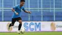 M. Hambali Tholib, salah seorang pemain yang diorbitkan pelatih Persela, Aji Santoso, seperti Saddil Ramdani. (Bola.com/Iwan Setiawan)